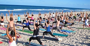 Yoga at North Avenue Beach